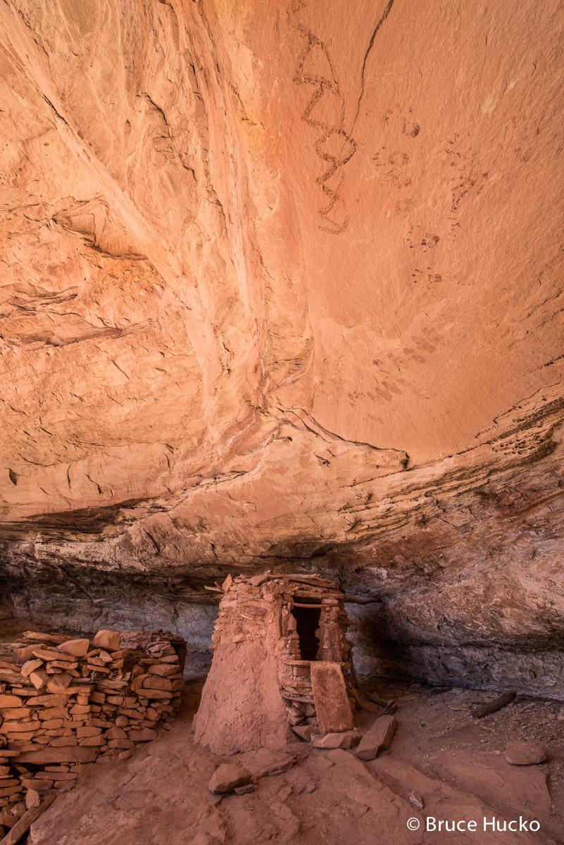 Cedar Mesa,Cedar Mesa ruins,anasazi,anasazi ruins,ancestral puebloan rock art ruins,rock art ruins, photo